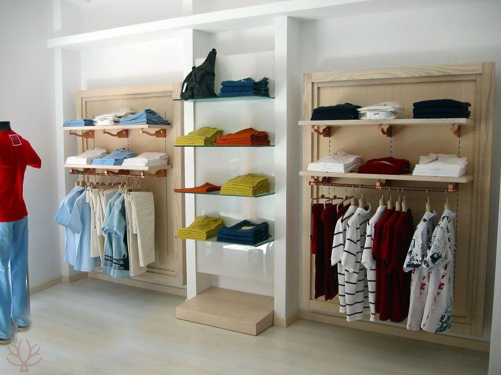 Negozi di arredamento napoli produzione vendita stender for Arredamento per negozi torino